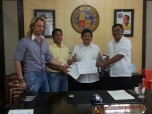 Kandi Realty CEO Mark Savino (left) with honorable Angeles City Mayor Ed Pamintuan (center).